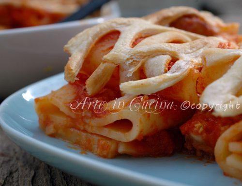 Pasta con salsicce in crosta di sfoglia