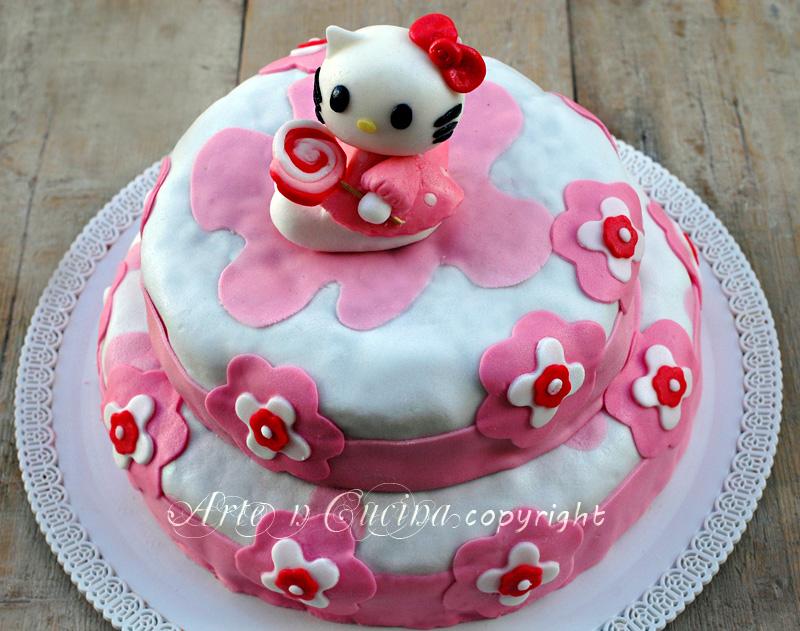 Torta hello Kitty in pasta di zucchero a due piani vickyart arte in cucina