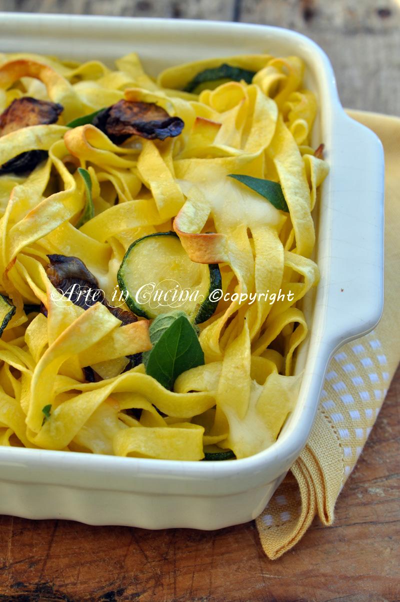 Tagliatelle gratinate con funghi e mozzarella ricetta facile e veloce arte in cucina