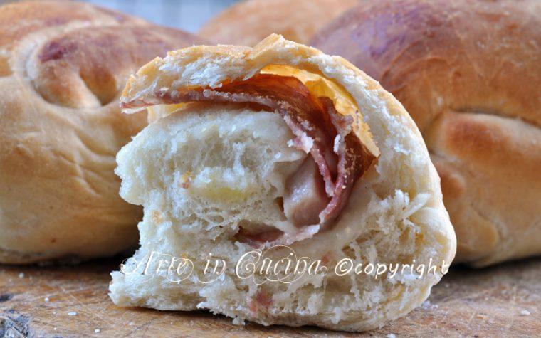 Chiocciole di pane salame e formaggio