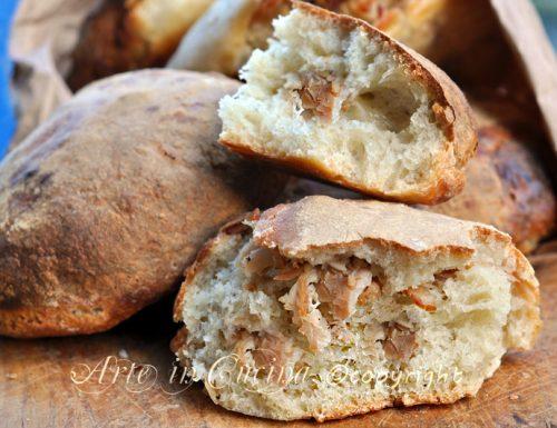 Pane con ciccioli ricetta napoletana