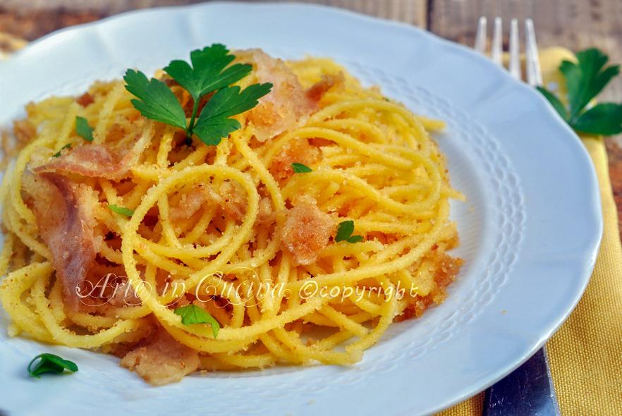 Spaghetti con mollica fritta e pancetta ricetta veloce arte in cucina