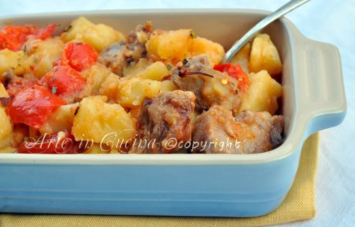 Tacchino con patate e peperoni in tegame