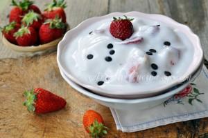 Gelato allo yogurt e fragole