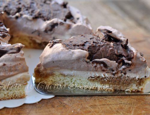 Torta fredda con mousse al caffe e cioccolato