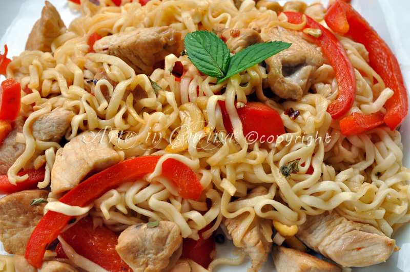 Noodles con pollo e anacardi vickyart arte in cucina
