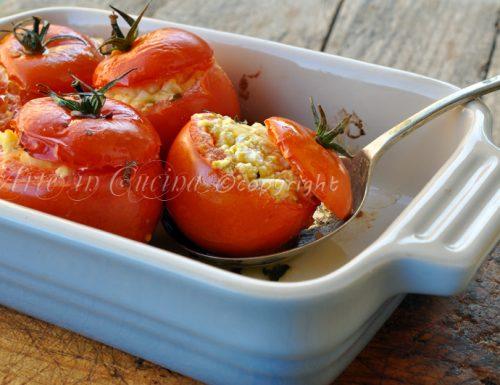 Pomodori ripieni di uova e formaggio
