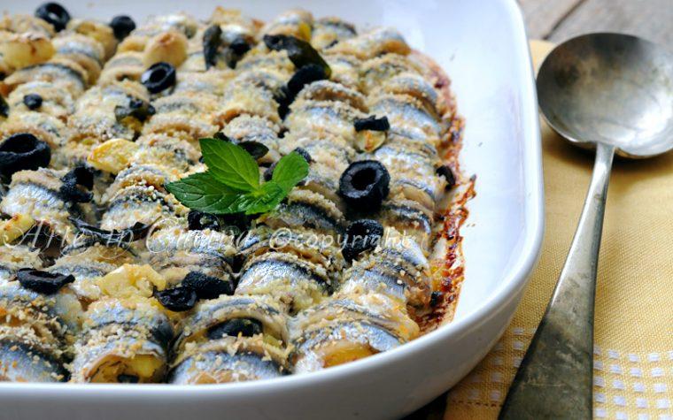 Involtini di alici al forno con patate e olive