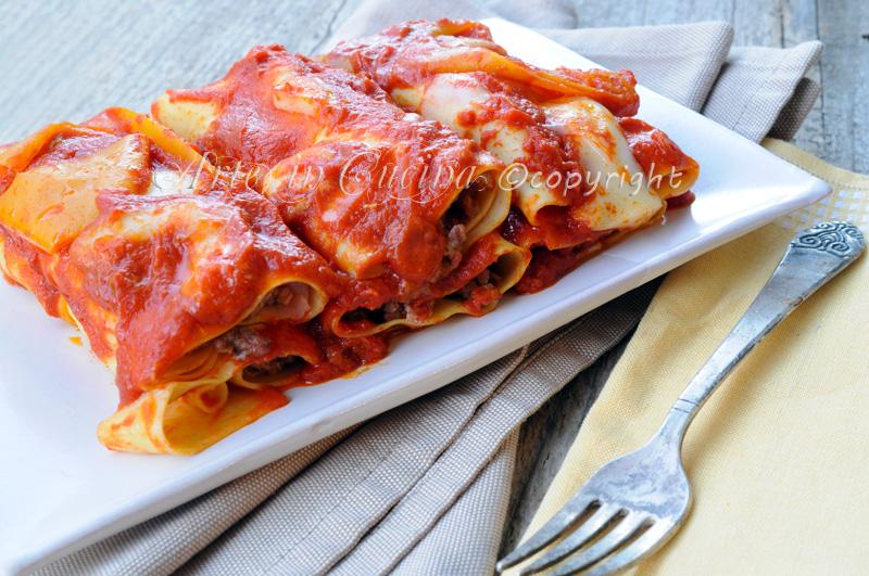 Cannelloni ripieni di carne e ricotta con peperoni