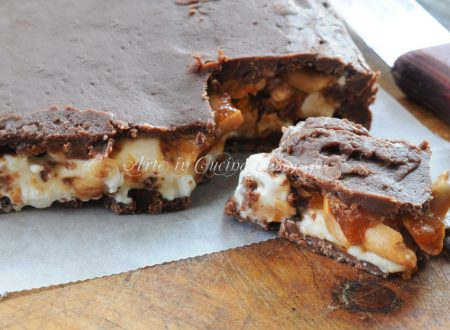 Torta snickers gigante senza forno