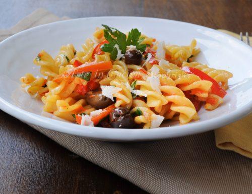 Fusilli alla siciliana con peperoni e olive