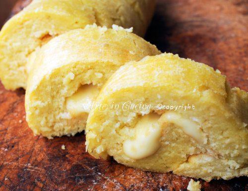 Rotolo di pancake salato farcito al formaggio