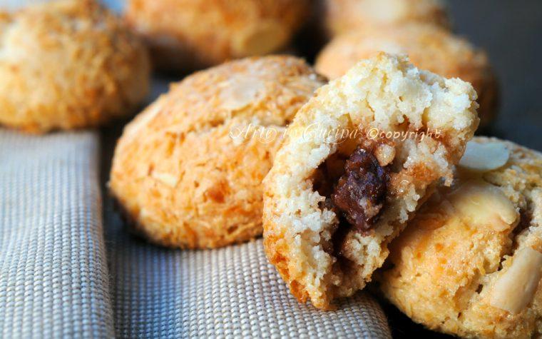 Amaretti ripieni alla nutella dolci alle mandorle