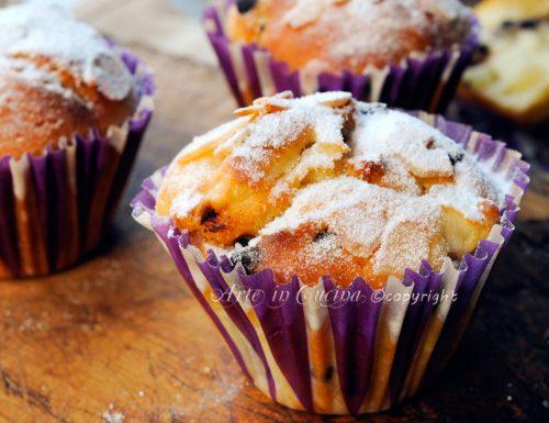 Muffin allo yogurt con pere e cioccolato