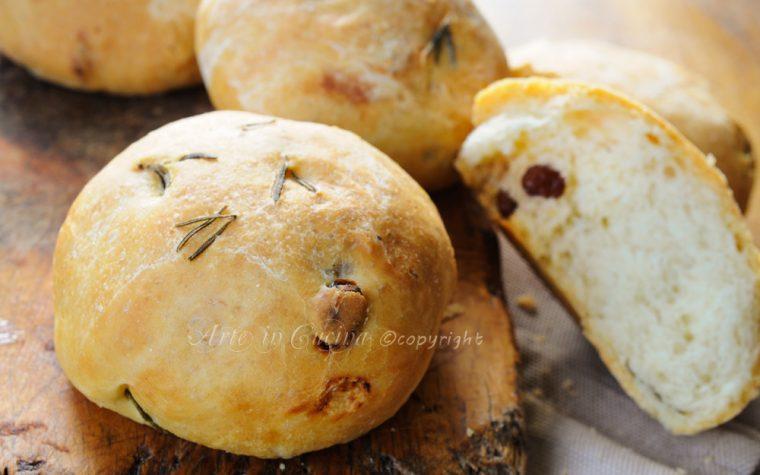Pan di ramerino uvetta e rosmarino ricetta antipasto