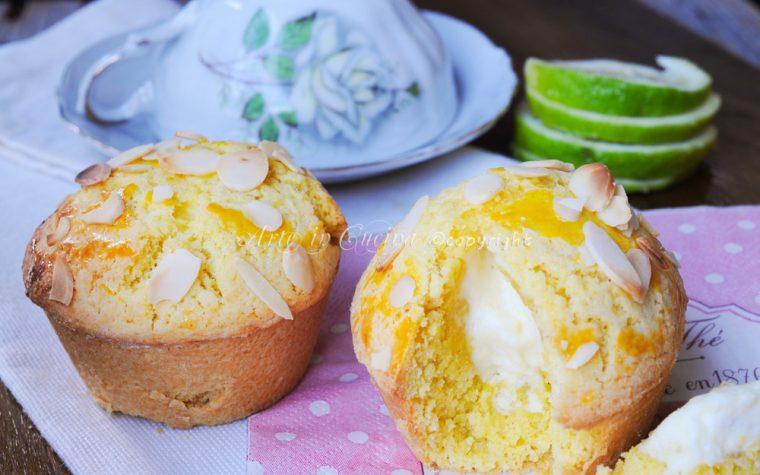 Tortine di frolla al limone ripiene di crema