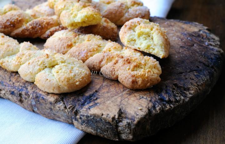 Treccine dolci di frolla alle mandorle biscotti facili