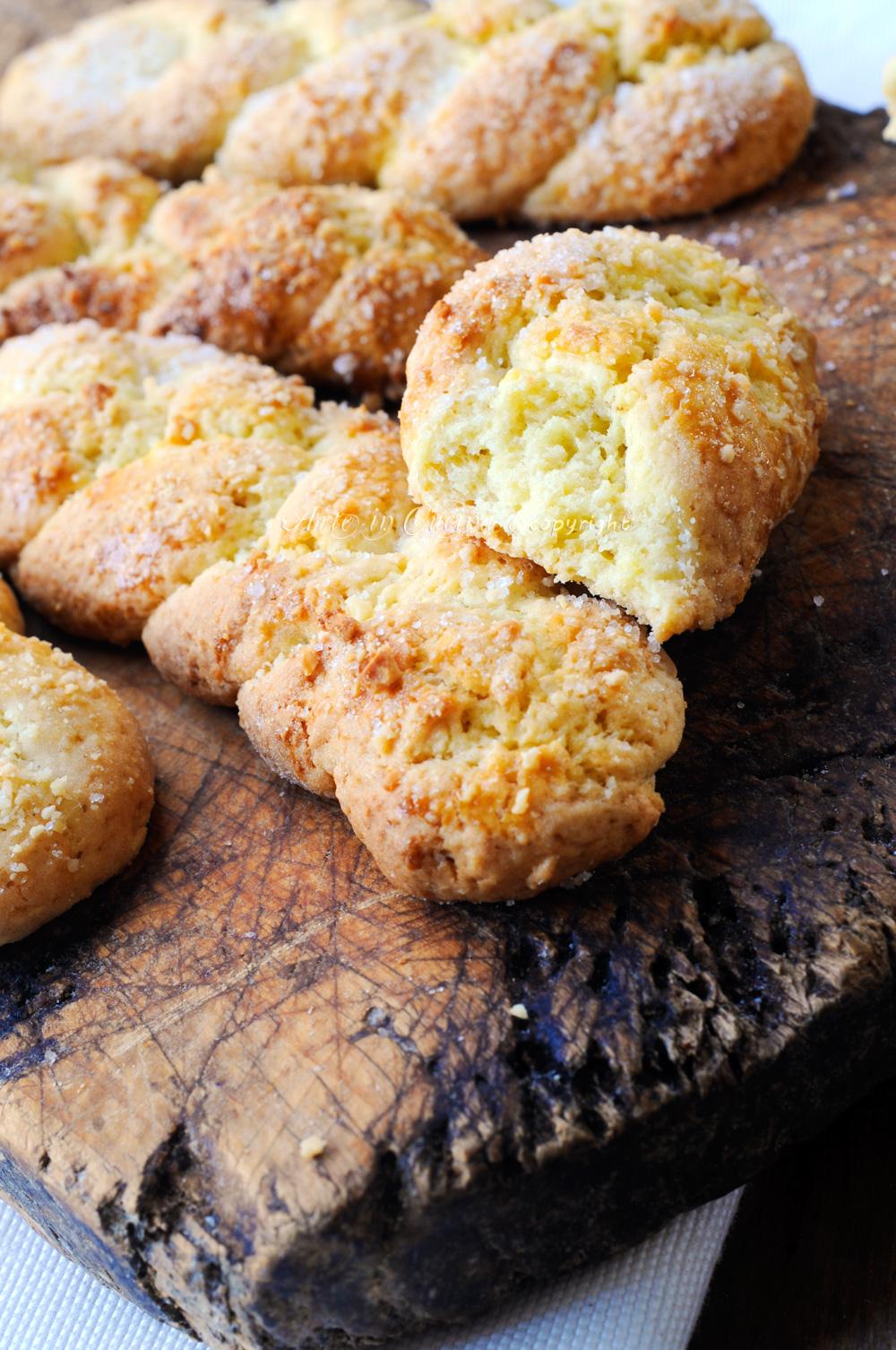 Treccine dolci di frolla alle mandorle biscotti facili vickyart arte in cucina
