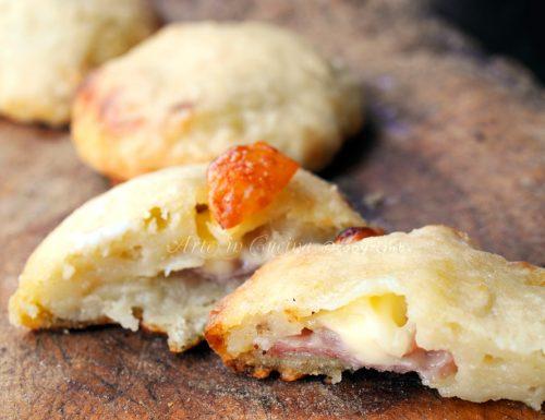 Dischetti di patate ripiene di prosciutto e mozzarella
