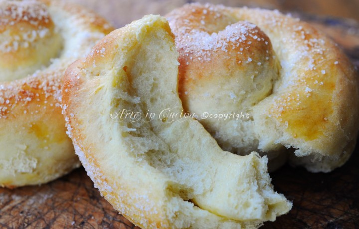 Girelle di pan brioche con crema al caffe