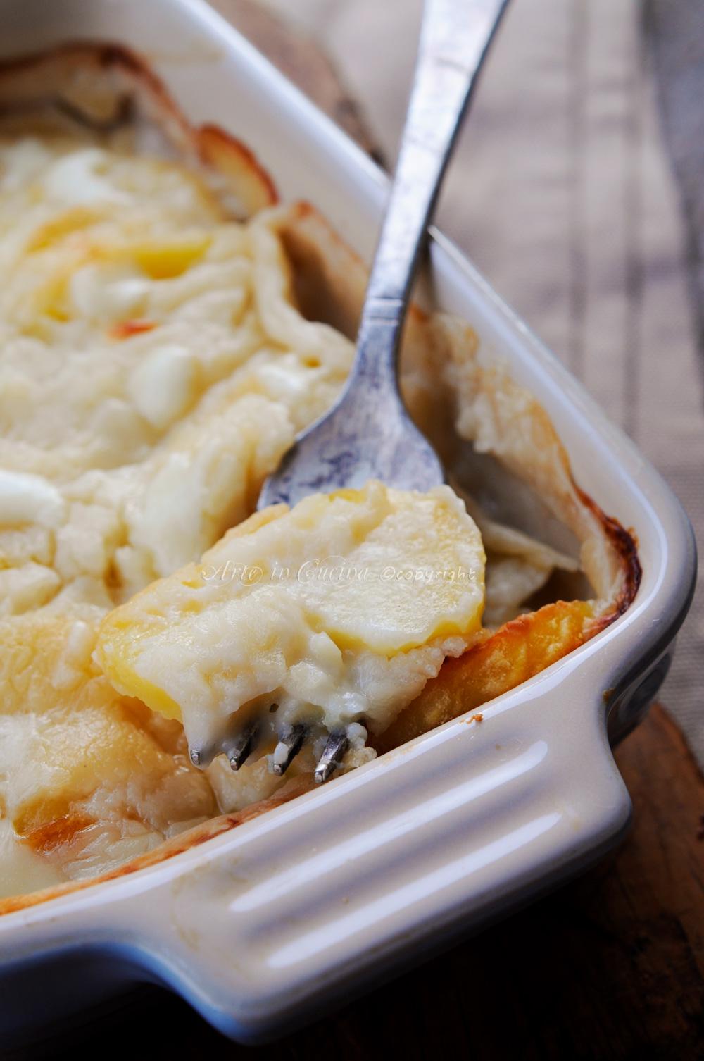 Pasticcio di patate al forno con scamorza e besciamella  vickyart arte in cucina