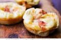Muffin salati di pancake con prosciutto e scamorza