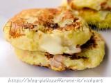 frittelle-patate-formaggio-prosciutto-albumi-padella-1