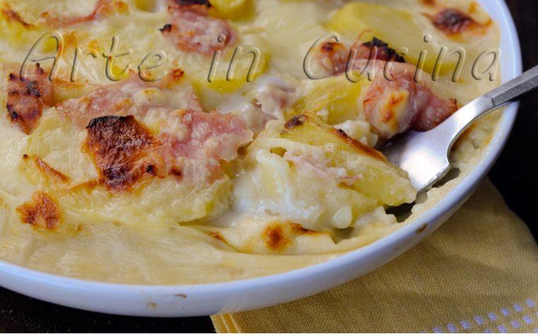 Parmigiana bianca di patate con besciamella