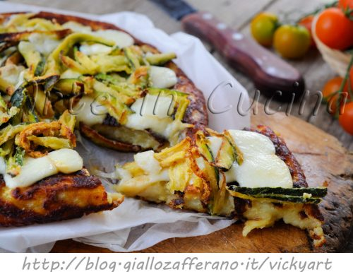 Pizza di patate e zucchine con scamorza in padella