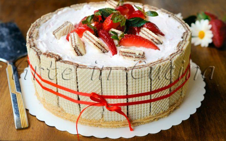 Sbriciolata di wafer con fragole e panna torta veloce