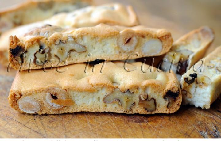 Biscotti veloci alle mandorle noci e nocciole