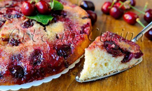 Torta rovesciata alle ciliegie senza burro e olio