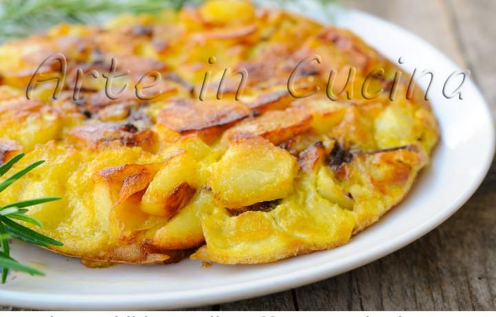 Tortilla di patate e cipolle in padella veloce