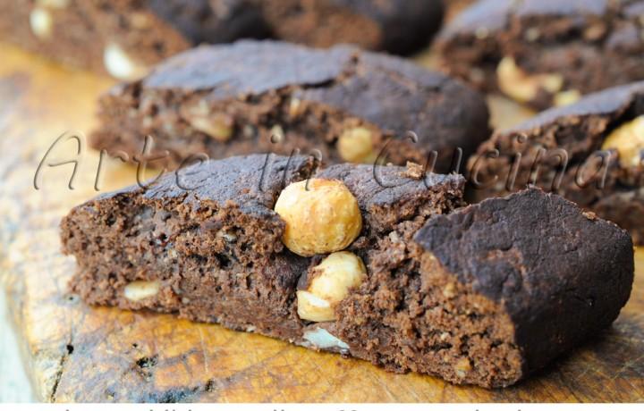 Biscotti leggeri al cacao e nocciole veloci