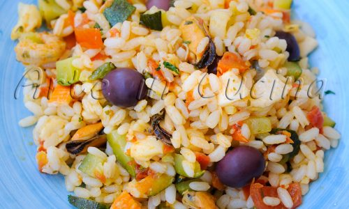 Insalata di riso con frutti di mare e zucchine