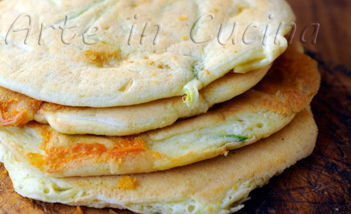 Pancake con gorgonzola e zucchine finger food