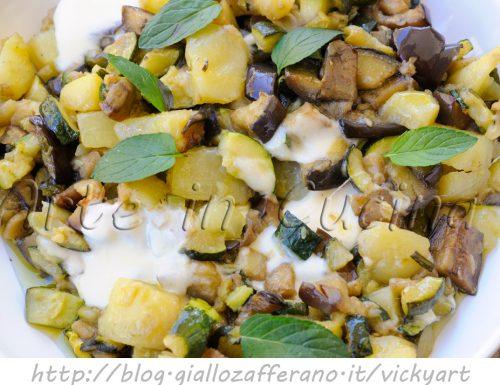 Patate e verdure saltate in padella con scamorza