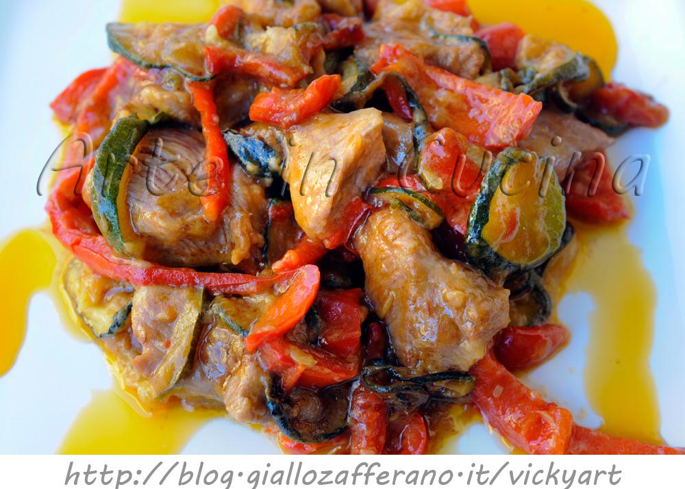 Tacchino con zucchine e peperoni in padella   Arte in Cucina