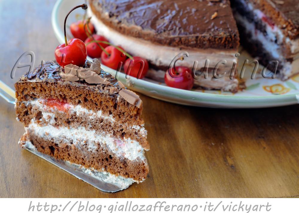 Torta al cioccolato con panna e amarene vickyart arte in cucina