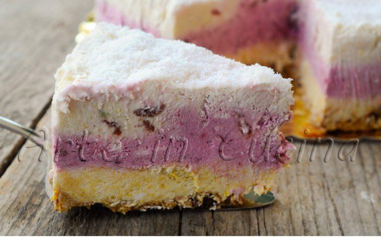 Cheesecake ai frutti di bosco kiwi ananas e arancia