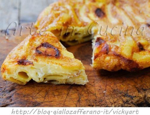 Frittata di maccheroni e formaggio in padella