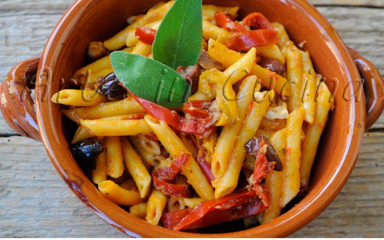 Penne con peperoni e olive ricetta veloce