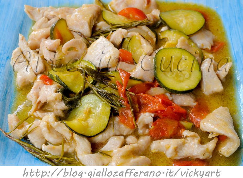 Straccetti di pollo e zucchine cremosi in padella vickyart arte in cucina
