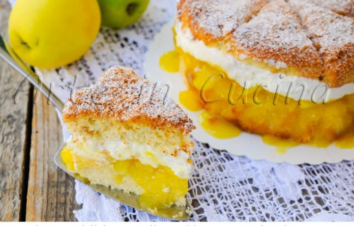 Torta di ananas e cocco ripiena di mele e crema