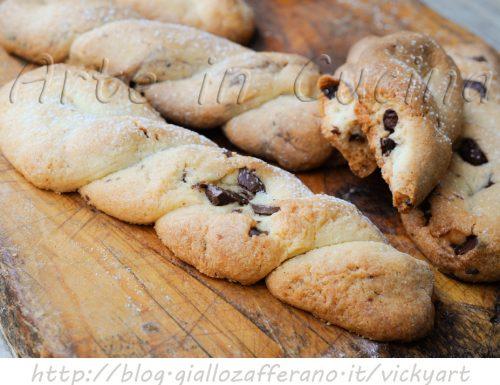 Treccine dolci friabili biscotti al burro con cioccolato