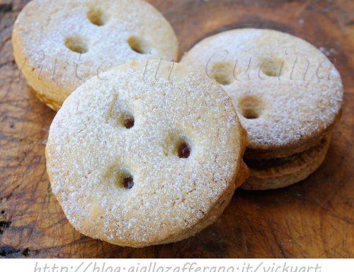 Biscotti tirolesi con marmellata ricetta facile