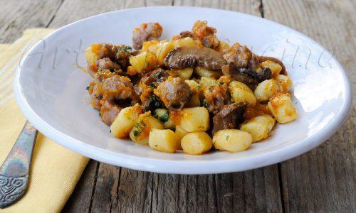 Chicche con salsiccia funghi e zucca ricetta gnocchi