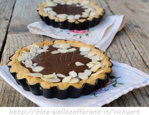 Crostatine alla crema di mandorle e cioccolato