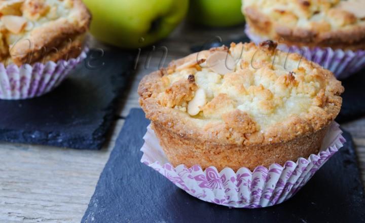 Crostatine alle mele e crema di mandorle ricetta facile