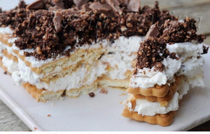 Mattonella di biscotti sbriciolata panna e cioccolato